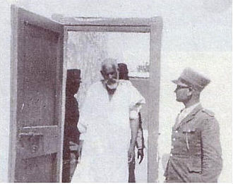 Omar Mukhtar - Omar Mukhtar entering the court room.