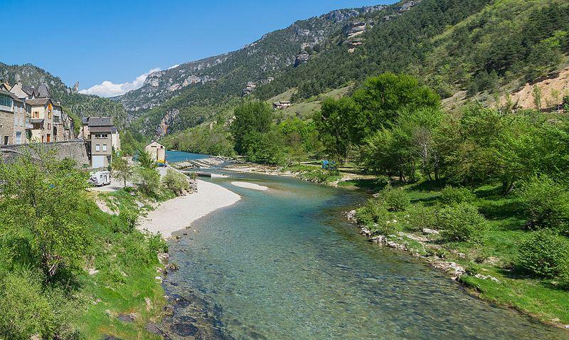 File:Tarn River in Les Vignes.jpg
