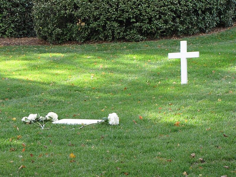 Ted Kennedy gravesite.jpg