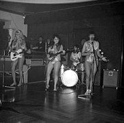 The Ladybirds opptrer i Bergen The Ladybirds performing in Bergen, Norway (1968) (11).jpg