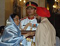 The President, Smt. Pratibha Devisingh Patil presenting the Padma Bhushan Award to Shri Jasdev Singh at Civil Investiture-II Ceremony, at Rashtrapati Bhavan, in New Delhi on May 10, 2008.jpg
