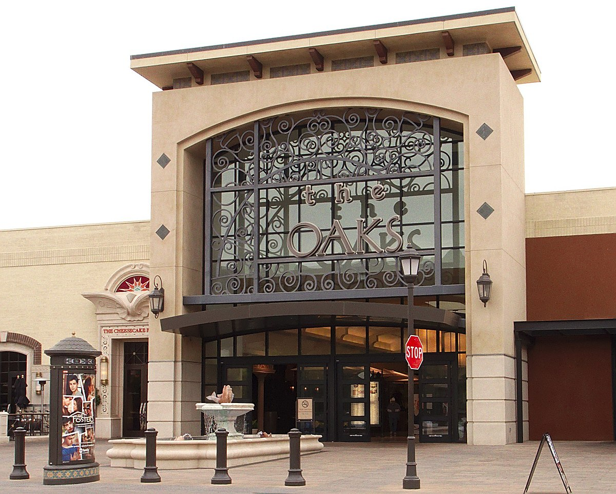 Located in Thousand Oaks, CA - The Oaks is an open-air and enclosed shopping center featuring Macy's, Nordstrom, AMC Theaters and over shops and restaurants. Legal Help8/10().