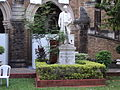 The statue near the convocation hall,mumbai universityTN527.JPG