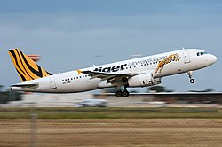 Tiger Airways Airbus A320 at MEL Nazarinia.jpg