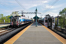 Trains on the Metra Electric District Mainline.jpg