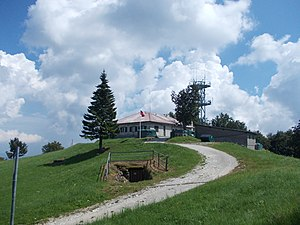 Trdina Peak Barrack 04.jpg