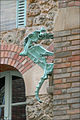 Un hippocampe-gargouille dans la cour intérieure du Castel Béranger (Hector Guimard) (5479380902).jpg