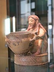 Vase plastique corinthien en forme de buveur