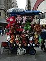 Vendedores de brinquedos de pelúcia (1817058738).jpg
