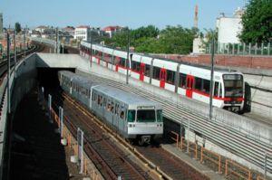 Züge beider Wiener U-Bahnsysteme verlassen die...