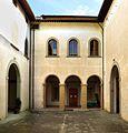 Villa di castello, sede dell'accademia della crusca, cortile 02.jpg