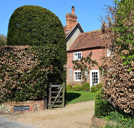 Village House, Pheasant's Hill, Buckinghamshire-geograph-4431165-by-Oswald-Bertram