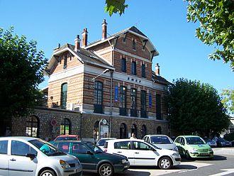 Chaville–Vélizy station - Station building