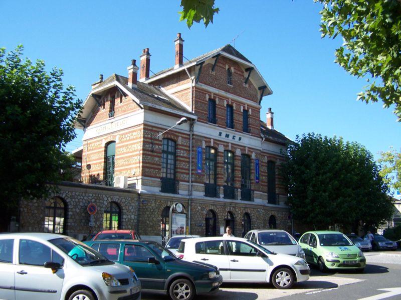 Fichier:Viroflay gare de Chaville-Vélizy.JPG