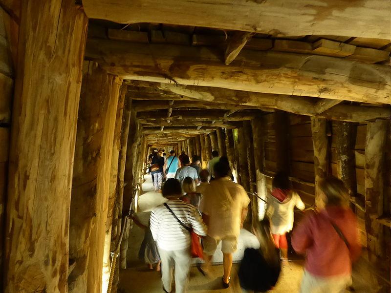Visite de l'ancienne mine de gypse transformé en musée du vin à Portel des Corbières
