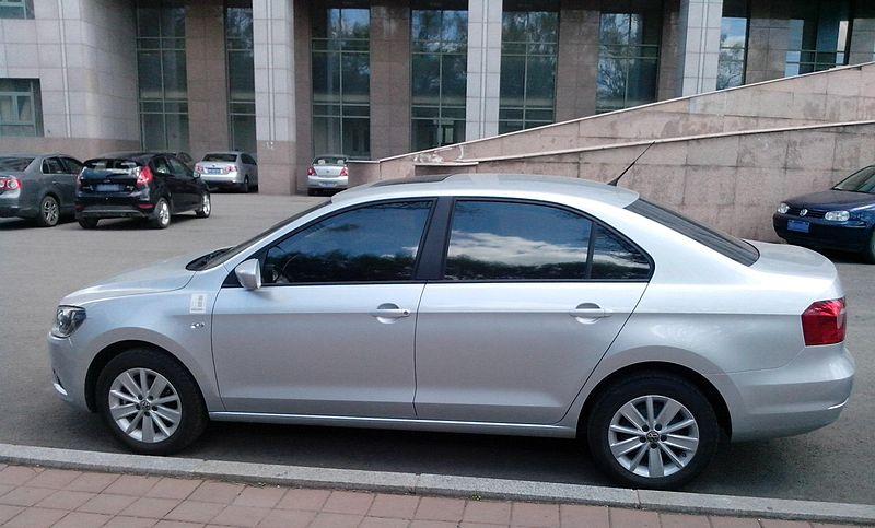 800px-Volkswagen_Jetta_2013_%28Chinese_m