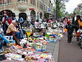 Vrijmarkt Den Haag Koninginnedag 30 april 2005.JPG