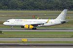 Vueling, EC-MKM, Airbus A320-232 (28382861691).jpg