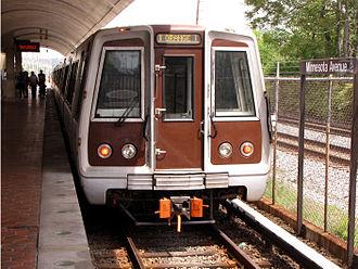 Orange Line (Washington Metro) - Image: WMATA 5000 Series at Minnesota Avenue