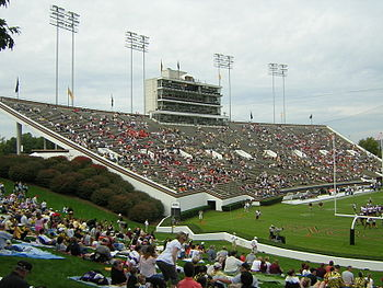 Description de l'image WakeForest-GrovesStadium-WFUvsVT-2004-pregame.jpg.
