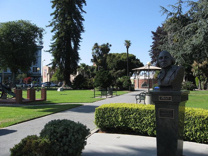 File:Watsonville Plaza.jpg