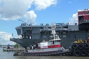 Weeks tug Elizabeth pushing crane barge 533 Pier 86 jeh.jpg