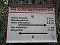 Wegweiser zwischen Kalkhuette und Heimkehle (Hoehle Heimkehle 2,9 km).jpg