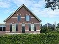 Weurt (Beuningen Gld) boerderij Oude Koningsstraat 2 voorgevel en hooischuur.JPG
