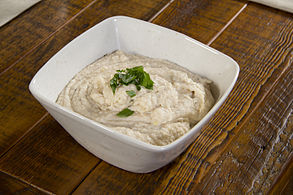 Bean dip prepared with white beans