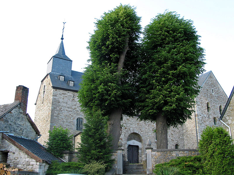 Xhignesse,  southern side and  right transep of the Saint Peter's church (end of the XIth century).