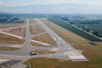 Abbotsford International Airport - Abbotsford Airport runway 07/25