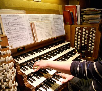 Pipe organ - A typical modern 20th-century console, located in St. Patrick's Cathedral, Dublin