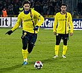 Zlatan Ibrahimovic y Xavi Hernandez.jpg