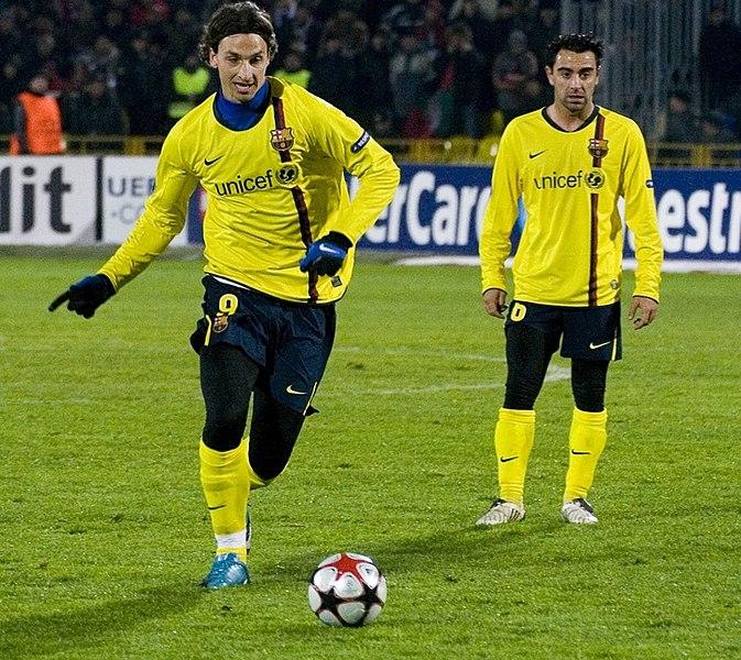 673px Zlatan Ibrahimovic y Xavi Hernandez