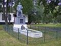 Братська могила радянських воїнів в с.Кинашівка біля школи 02.jpg