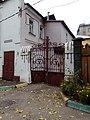 Ворота дома 8 на переулке Крутой.jpg