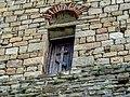 Деревянная дверь на стене.jpg