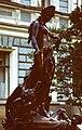 Скульптура у особняка Сан-Галли.jpg