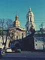 Троїцька Надбрамна церква, та Велика лаврська дзвіниця.jpg