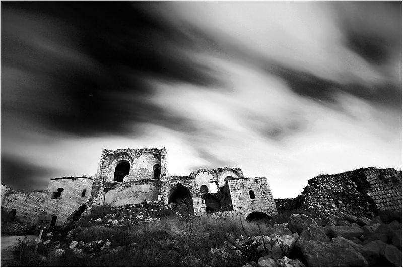 רוח לילה במגדל צדק בשחור לבן