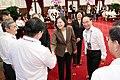 蔡英文總統與世界臺灣商會聯合總會第22屆回國訪問團團員們握手致意.jpg