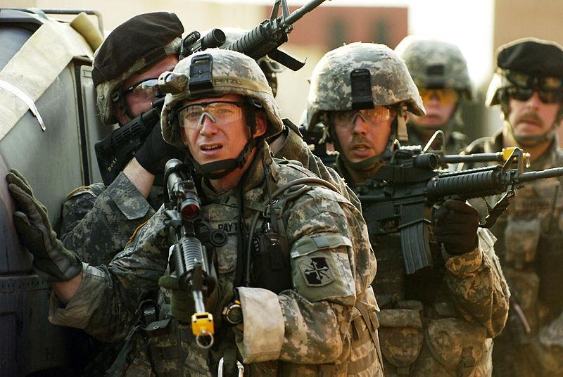 منظور جديد لسلاح المشاة في الجيش الامريكي  800px-1-175_INF_Trains_at_Fort_Dix