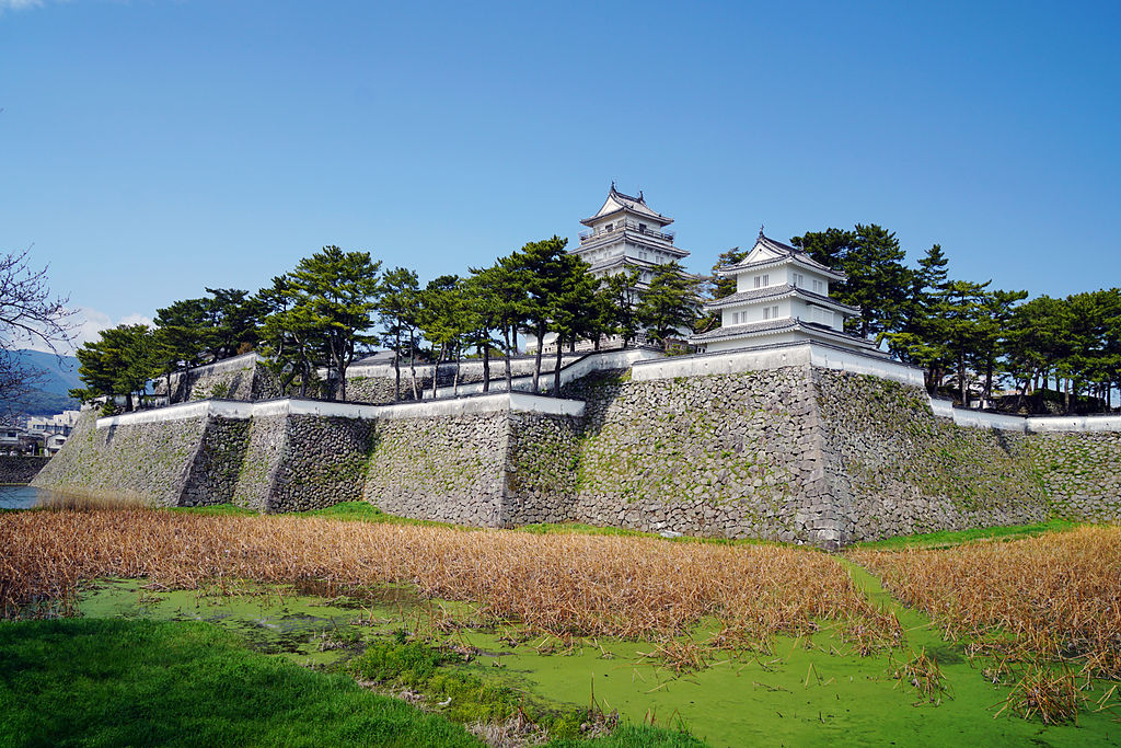 https://upload.wikimedia.org/wikipedia/commons/thumb/c/c9/140321_Shimabara_Castle_Shimabara_Nagasaki_pref_Japan01bs5.jpg/1024px-140321_Shimabara_Castle_Shimabara_Nagasaki_pref_Japan01bs5.jpg
