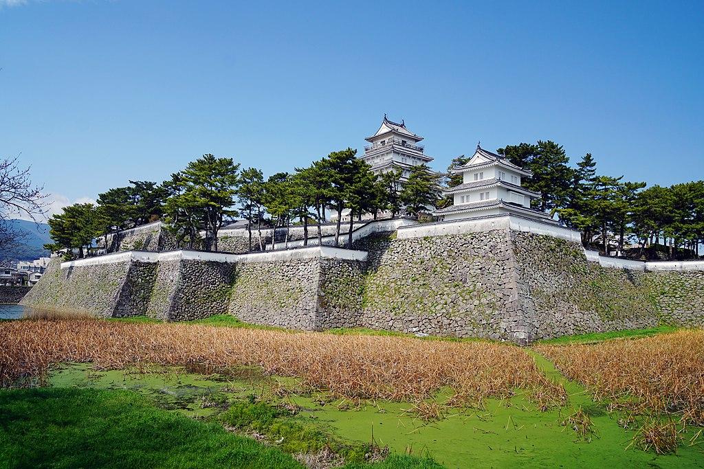 https://upload.wikimedia.org/wikipedia/commons/thumb/c/c9/140321_Shimabara_Castle_Shimabara_Nagasaki_pref_Japan01bs5.jpg/1024px-140321_Shimabara_Castle_Shimabara_Nagasaki_pref_Japan01bs5.jpg