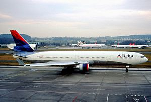 FedEx Express Flight 80 - The aircraft involved in the incident when it was operating under ownership of Delta Air Lines, taxiing at Zurich Airport in 2002.