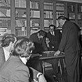 1969 visite Bernard Pons au CNRA-50-cliche Jean Weber.jpg