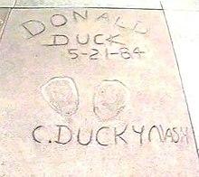 Les canards célèbres dans OIE ET CANARD 220px-1993_06_theatre_donald_duck