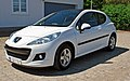 2010 Peugeot 207 Urban Move white 2dr view front left.jpg