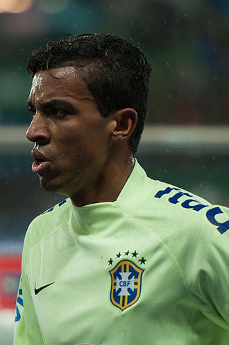 Luiz Gustavo - Luiz Gustavo playing for Brazil in 2014