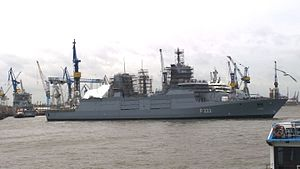 3 The frigate is turned over the stern to the right in front of the dock. In the dock the stern of the Nordrhein-Westfalen F223 is left to recognize.jpg